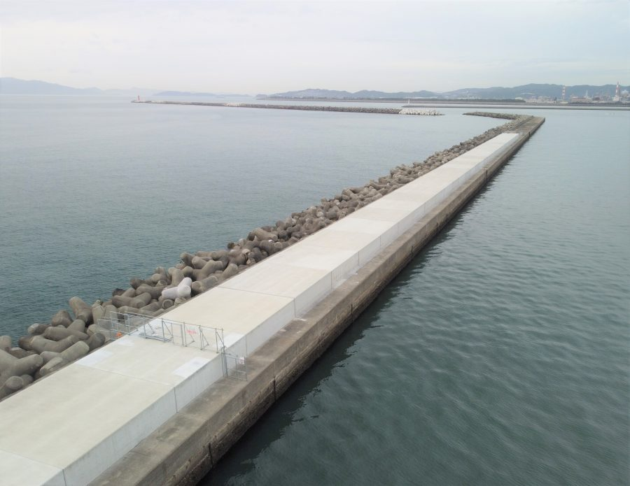 和歌山下津港本港地区防波堤(外)(1)改良工事